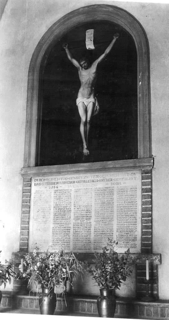 Altar der Kriegergedächtniskapelle mit den Namen der Gefallenen des 1. Weltkrieges